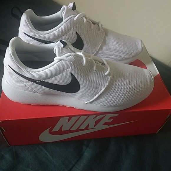 NIB Nike Roshe One White and Black Running Shoe